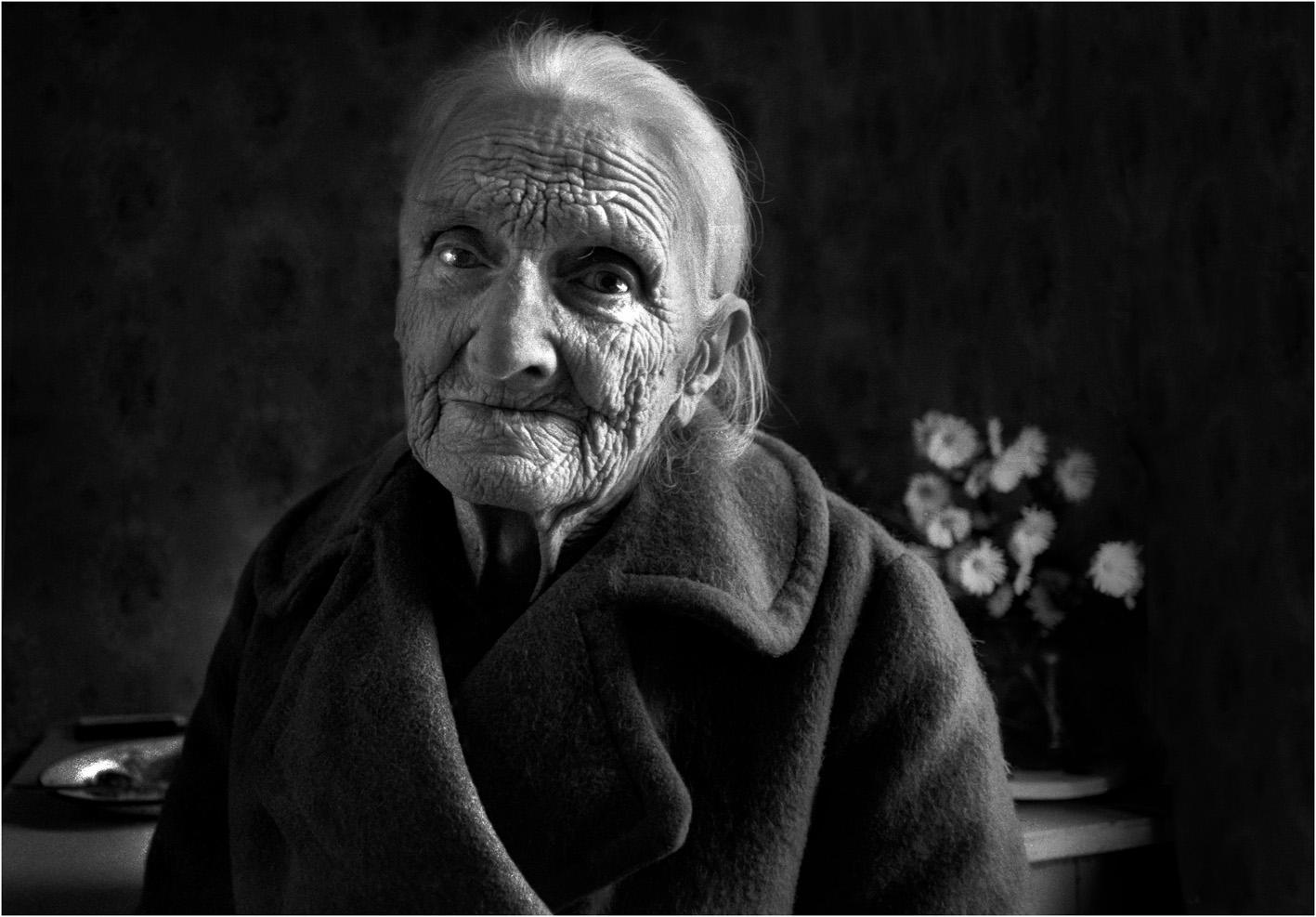 Снял старую бабушку 1 фотография