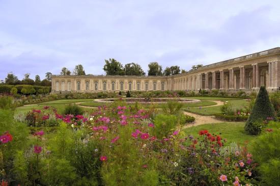 le-grand-trianon-vu-du-jardin-c2a9-epv-j-m-manai