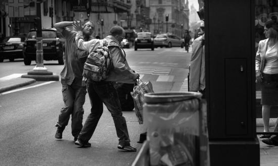 la-bagarre-clochards1-de-mai-la-rue-de-rivoli-paris-1361-7