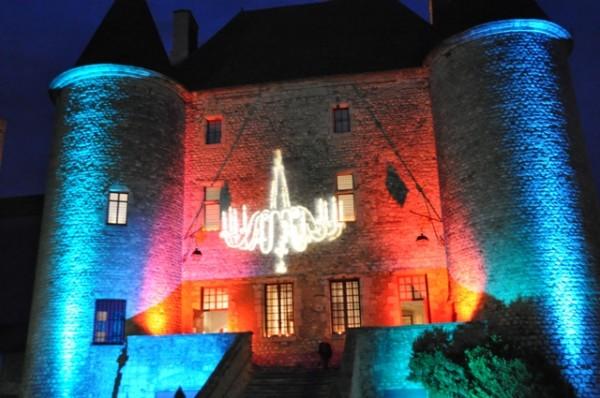 projection-lumineuse-sur-la-facc2a6d0b7ade-principale-c-cmn-chac2a6d0b2teau-musec2a6d0b1e-de-nemours-ile-de-france