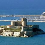 Зачем русский турист едет в Марсель? | Pourquoi les touristes russes se rendent à Marseille ?