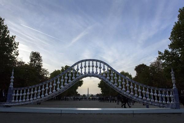jardin-des-tuileries-glovanni-anselmo-dove-le-stelle-si-avvicinano-di-una-spanna-in-piu-mentre-lago-magnetico-si-orienta-2013