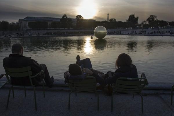 jardin-des-tuileries-james-lee-byars-untitled-2010