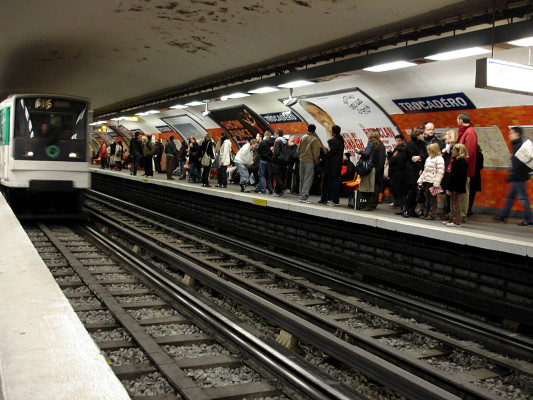 Metro_Paris_-_Ligne_6_-_station_Trocadero_02