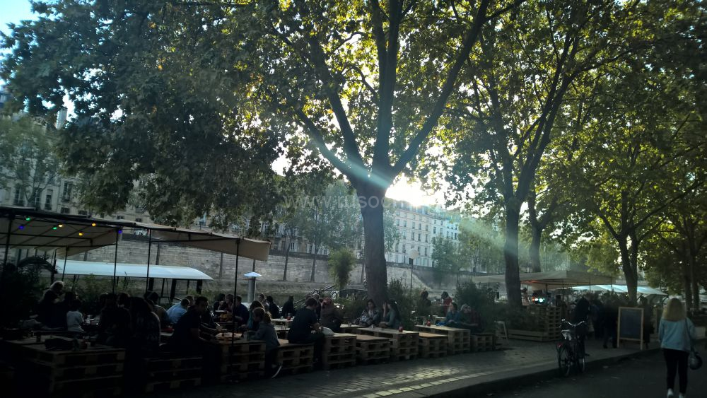 Конец магистрали в центре Парижа или променаду быть