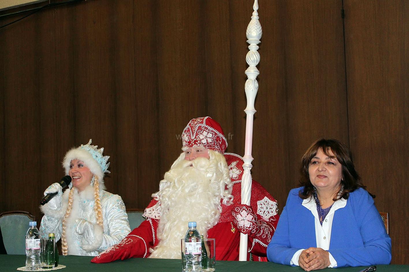 Как в Париже Дед Мороз отвечал на вопросы |La conférence de presse de Ded Moroz